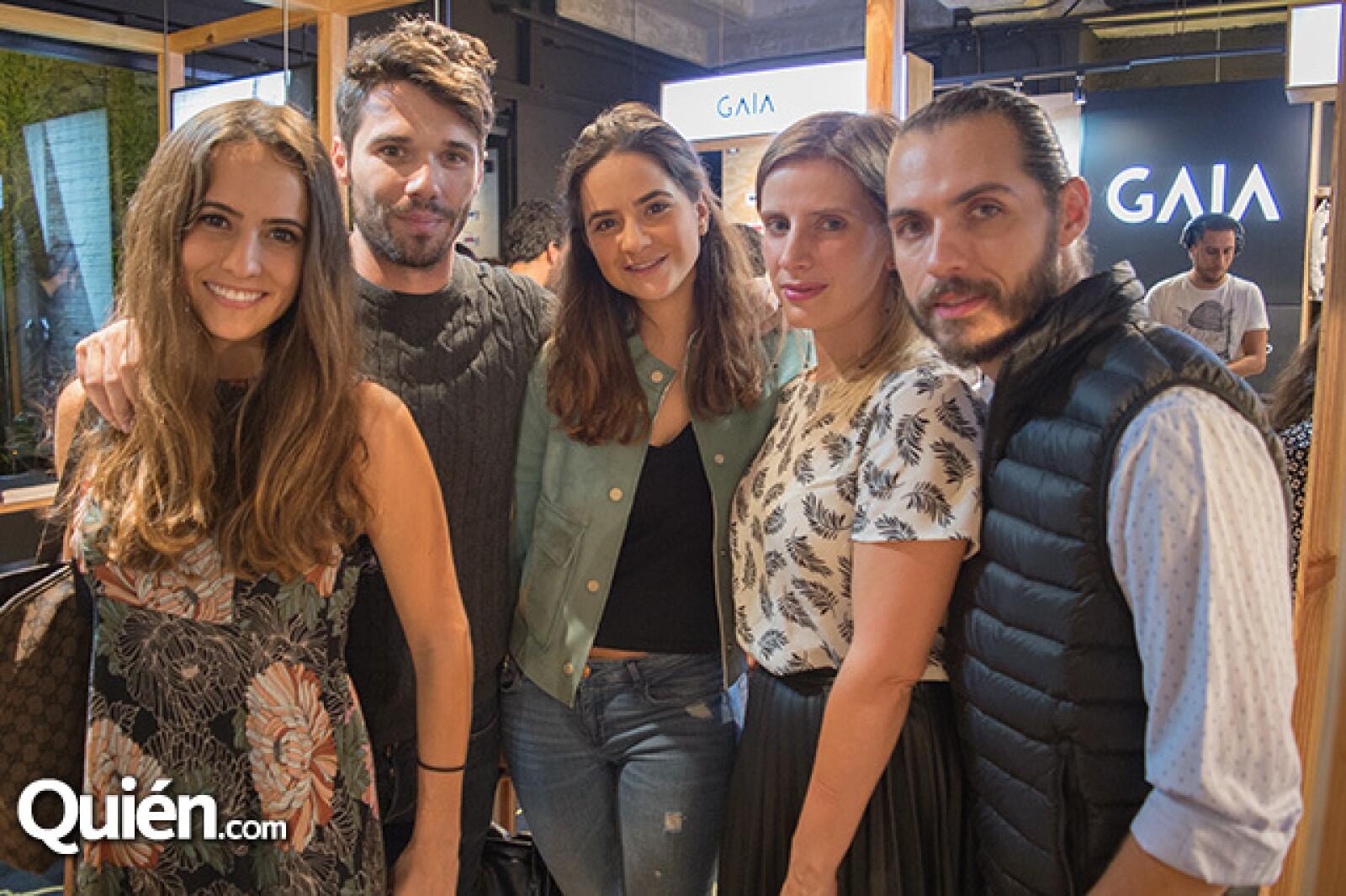 Cecilia Gómez, Philippe Cahuzac, Paloma Gómez, Emily Cassignac y Azath Baez