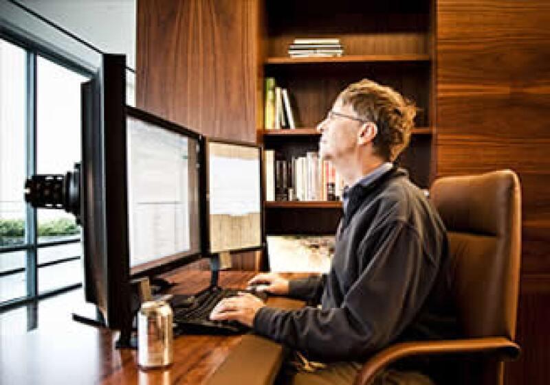 Bill Gates dice tener más tiempo para leer (5 libros por semana) y actualizar su página personal. Claro, además del Twitter. (Foto: Cortesía Fortune)