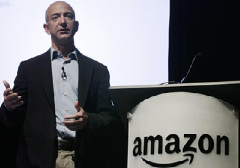 La empresa comandada por Jeff Bezos busca ganarse el mercado de descargas de películas por Internet. (Archivo)