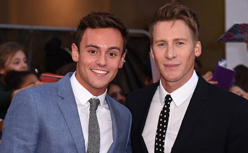 El atleta y el director de cine han anunciado su compromiso de boda en un anuncio en el periódico The Times.