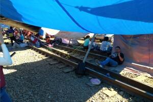 bloqueo de la cnte en michoacan enero 24 vias ferrocarril