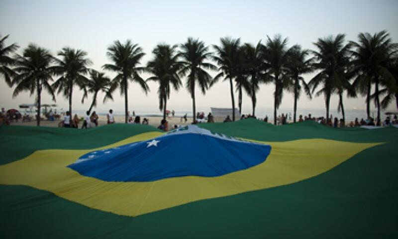 Apple podría pagar a la compañía brasileña por el derecho de uso de la marca iPhone. (Foto: AP)