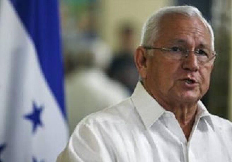 Roberto Micheletti se niega a restaurar a Manuel Zelaya en la presidencia hondureña. (Foto: Reuters)
