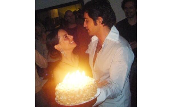 Eamonn esposo de Claudia le organizó una fiesta sopresa, ellos se casaron en noviembre del año pasado.