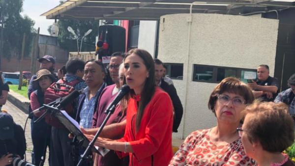 La hija de Rosario Robles dio una conferencia de prensa afuera del reclusorio en el que se encuentra detenida la ex funcionaria.