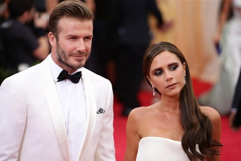 El matrimonio Beckham ha sido invitado junto a sus hijos a una celebración navideña organizada por la hermana mayor del futbolista en un pub del este de Londres.
