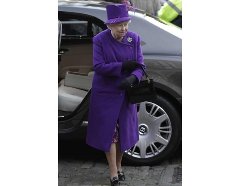 La reina Isabel se caracteriza por usar colores vivos.