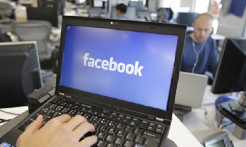 Los cambios han irritado a usuarios preocupados por la amplitud con la que puede ser compartida su información. (Foto: AP)