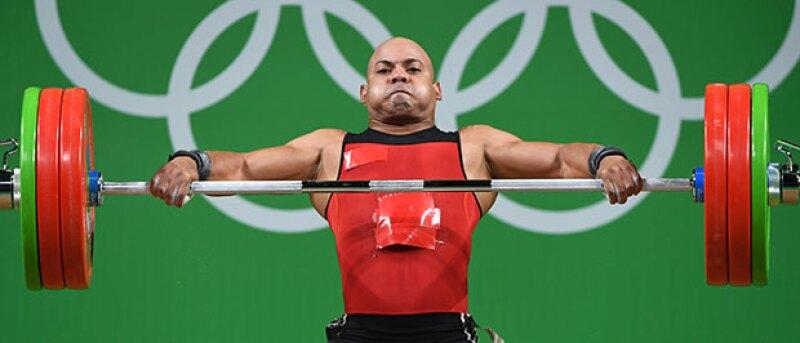 El atleta mexicano aseguró usó un uniforme parchado en Río porque no le dieron uno de su talla.