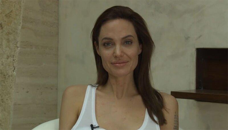 La actriz reveló a través de un video que no podrá asistir a los eventos de promoción de su película Unbroken pues padece de varicela.