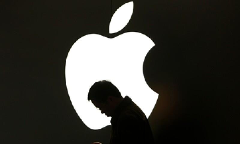 Los expertos aseguran que Apple es una compañía sobrecapitalizada por lo que es mejor mantener el dinero en los bolsillos de los accionistas.  (Foto: Reuters)