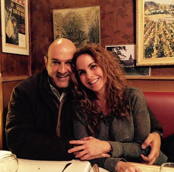 Lucero y Michel llevan dos años como novios y cada vez los vemos más enamorados y felices.