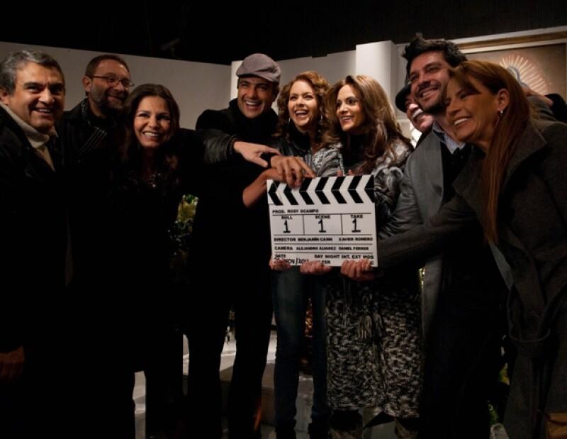 La pareja protagonista y el elenco, realizaron una misa por el inicio de grabaciones del melodrama.