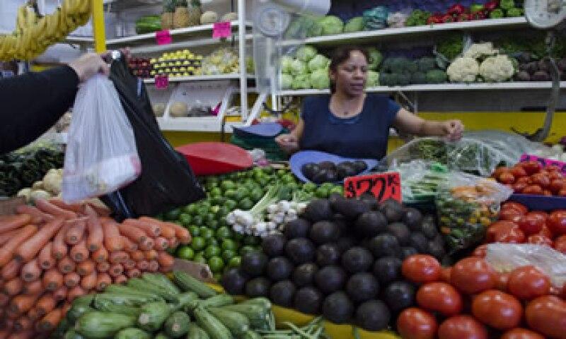 En el periodo subió el precio del jitomate, la carne de res, el pollo y la cebolla. (Foto: Archivo)