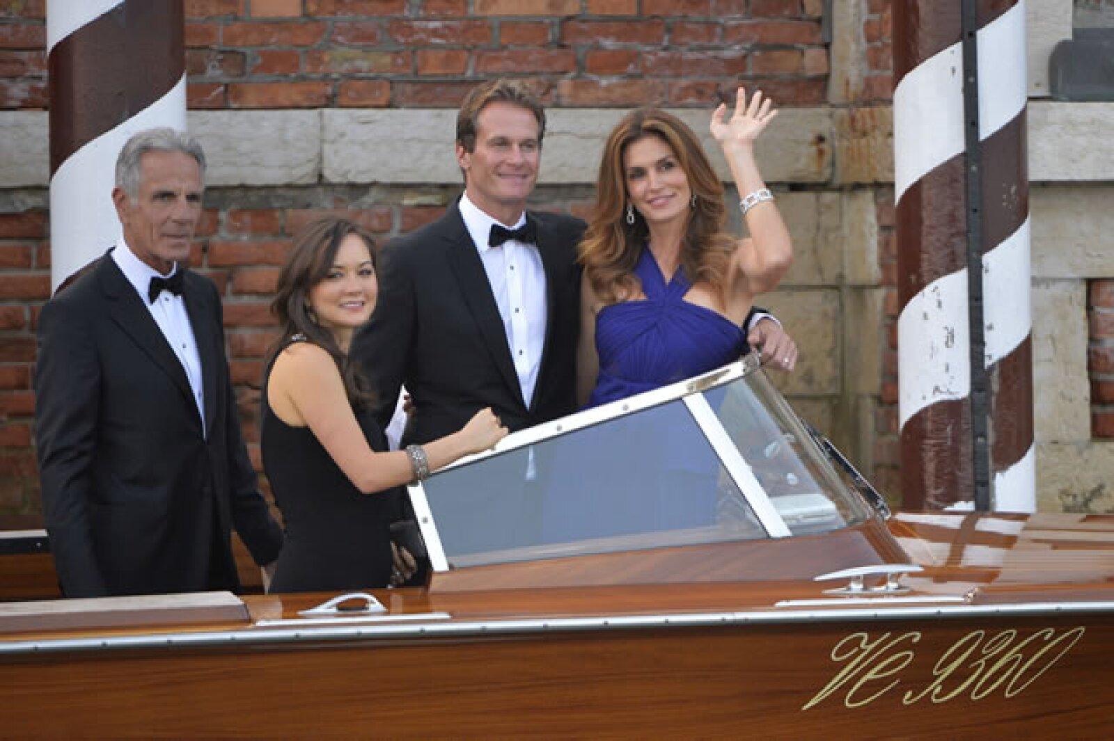 Algunos de los invitados, Cindy Crawford, muy guapa y su epsoso Rande Gerber, muy amigo del actor.