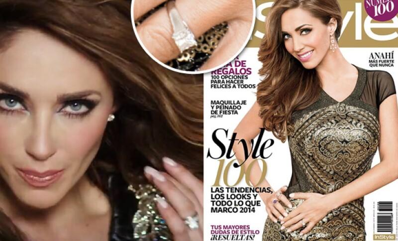 """Fue durante la edición de noviembre 2014 de la revista InStyle en la que Anahí mostró su anillo de compromiso, y ahora nuevamente lo deja ver en el videoclip de su sencillo """"Rumba""""."""