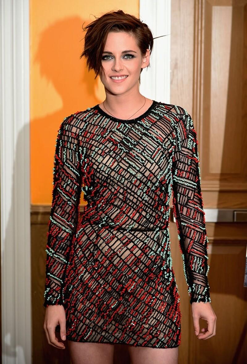 """La  actriz asistió este lunes a la premiere de su más reciente cinta """"Camp X-Ray"""" luciendo sexy y haciendo gala de su faceta más carismática, misma que pocas veces muestra en público."""