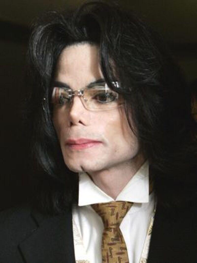 El Rey del Pop aceptó ir a Londres para responder ante un juicio iniciado por un jeque de Bahrein.