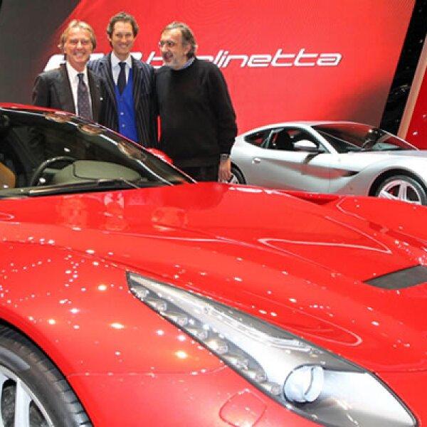 Luca Cordero di Montezemolo, CEO de Ferrari, John Elkann, presidente de Fiat, y Sergio Marchionne, líder de Fiat-Chrysler, se reunieron junto al nuevo Ferrari F12 Berlinetta.
