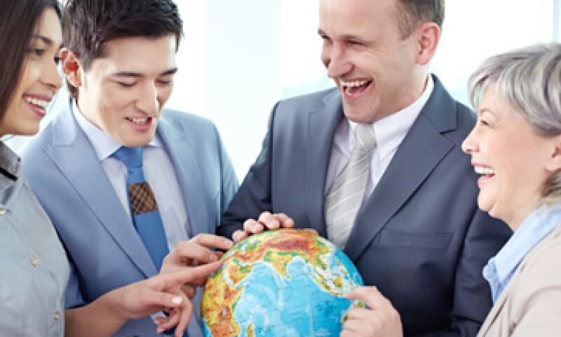 Un empleado que irá a trabajar al extranjero requiere cursos de idiomas, entrenamiento cultural, ayuda para mudanza, visa y vivienda temporal. (Foto: Getty Images)