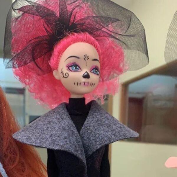 Recrean vestido de Beatriz Gutiérrez para una muñeca 12.jpg