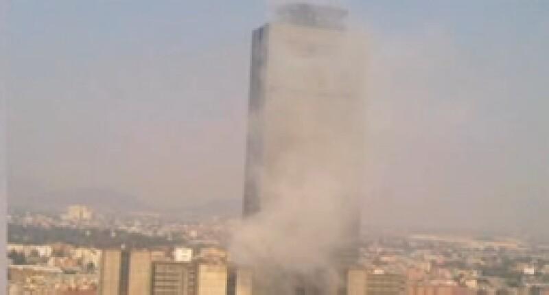 Según los primeros reportes, una falla en una instalación eléctrica habría causado una fuerte explosión que dejó varios heridos.