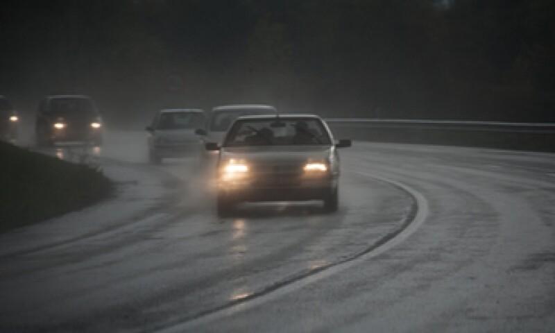 Los vehículos que circulen sin el nuevo seguro obligatorio, se harán acreedores a una multa de hasta 40 días de salario mínimo. (Foto: Getty Images)