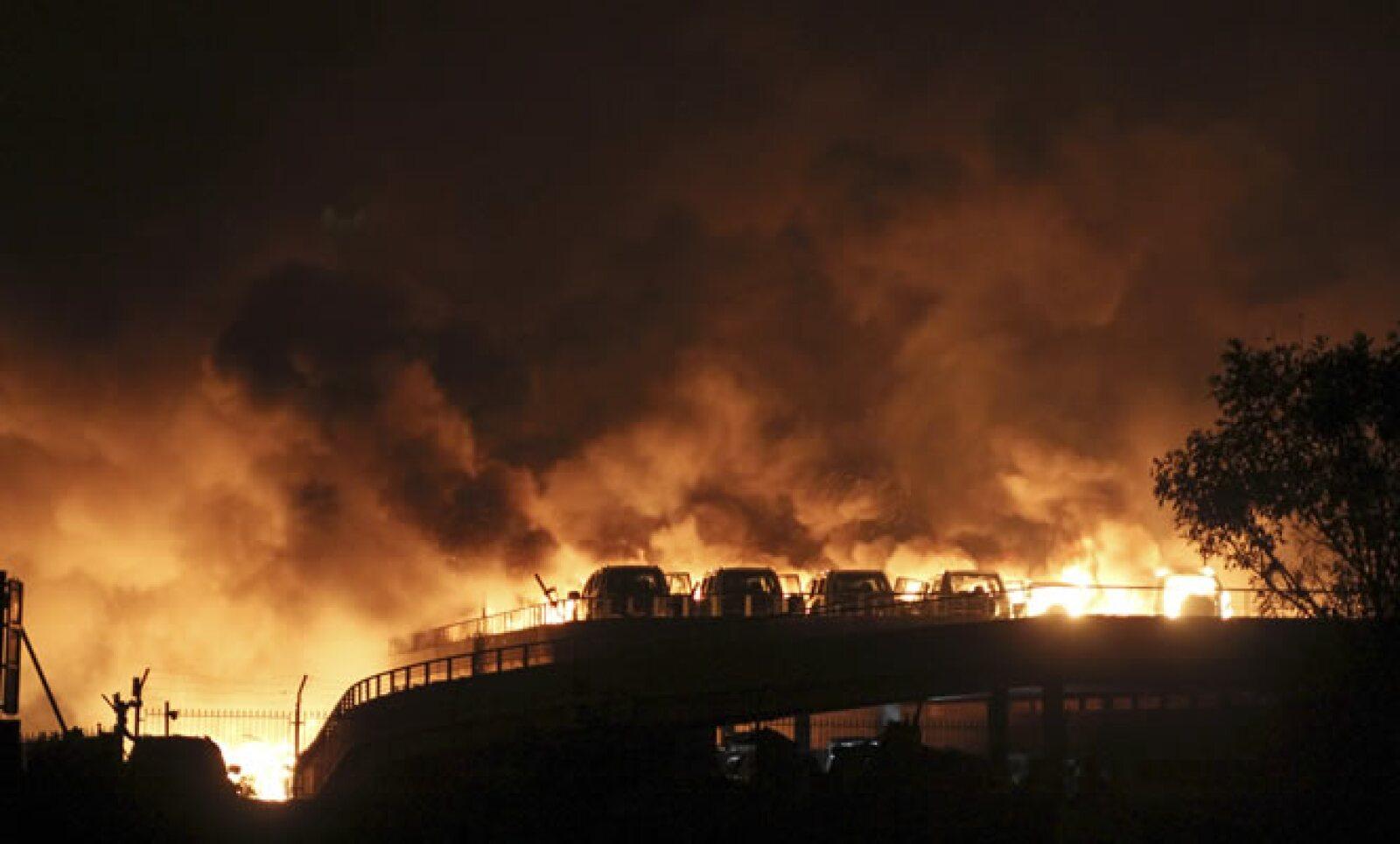 El incendio se originó por una carga de explosivos en un almacén de la zona portuaria, según medios de comunicación oficiales.