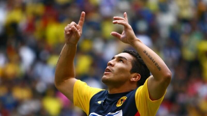 Salvador Cabañas festeja un gol
