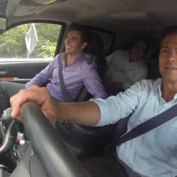 El piloto mexicano Sergio Pérez acompañó al presidente Peña en la entrega del Libramiento Coatepec en Veracruz.