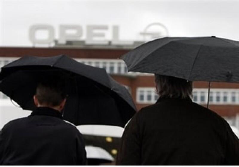 La mejora de la situación financiera de GM permitió que decidiera quedarse con Opel. (Foto: AP)