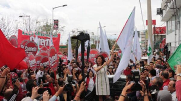 Blanca Alacalá estuvo acompañada por sus simpatizantes durante su registro como candidata. (Foto: Twitter/ SoyBlancaAlcala)