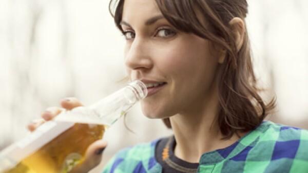 Grupos de consumidores quieren que las bebidas alcohólicas tengan la misma transparencia que la comida envasada. (Foto: Getty Images)