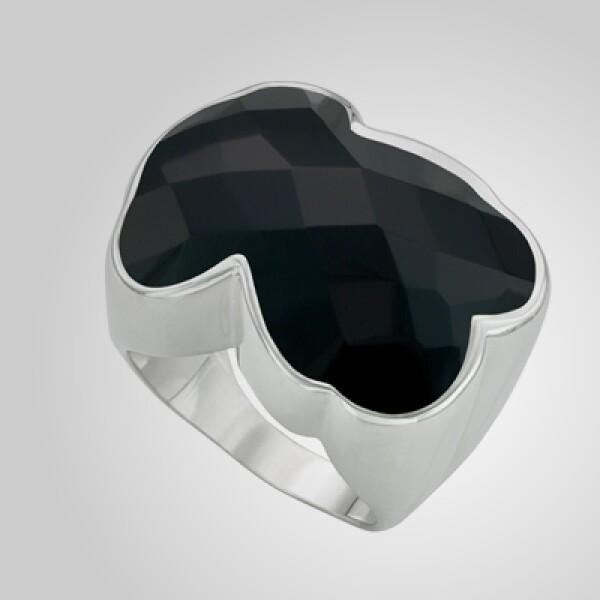 Este anillo tridimensional mantiene la forma del reconocido oso de la compañía.