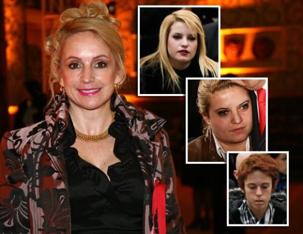 Francesca Ramos es la primer esposa de Marcelo Ebrard y sus hijos son: Francesca, Anne Nicole y Marcelo.
