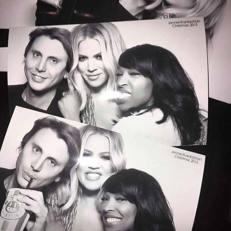 Khloé Kardashian con amigos.