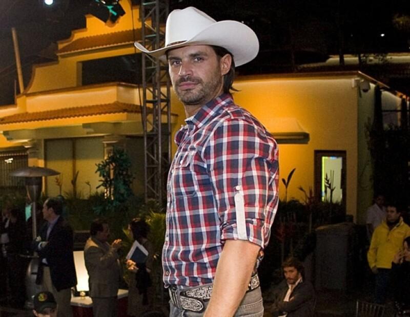 Mark Tacher protagoniza la telenovela Abismo de Pasión.