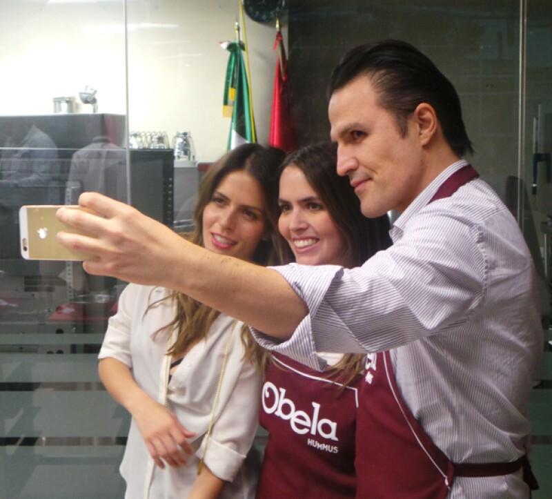 Después de triunfar en la cocina, Claudia, Vicky y Billy se tomaron la respectiva selfie.
