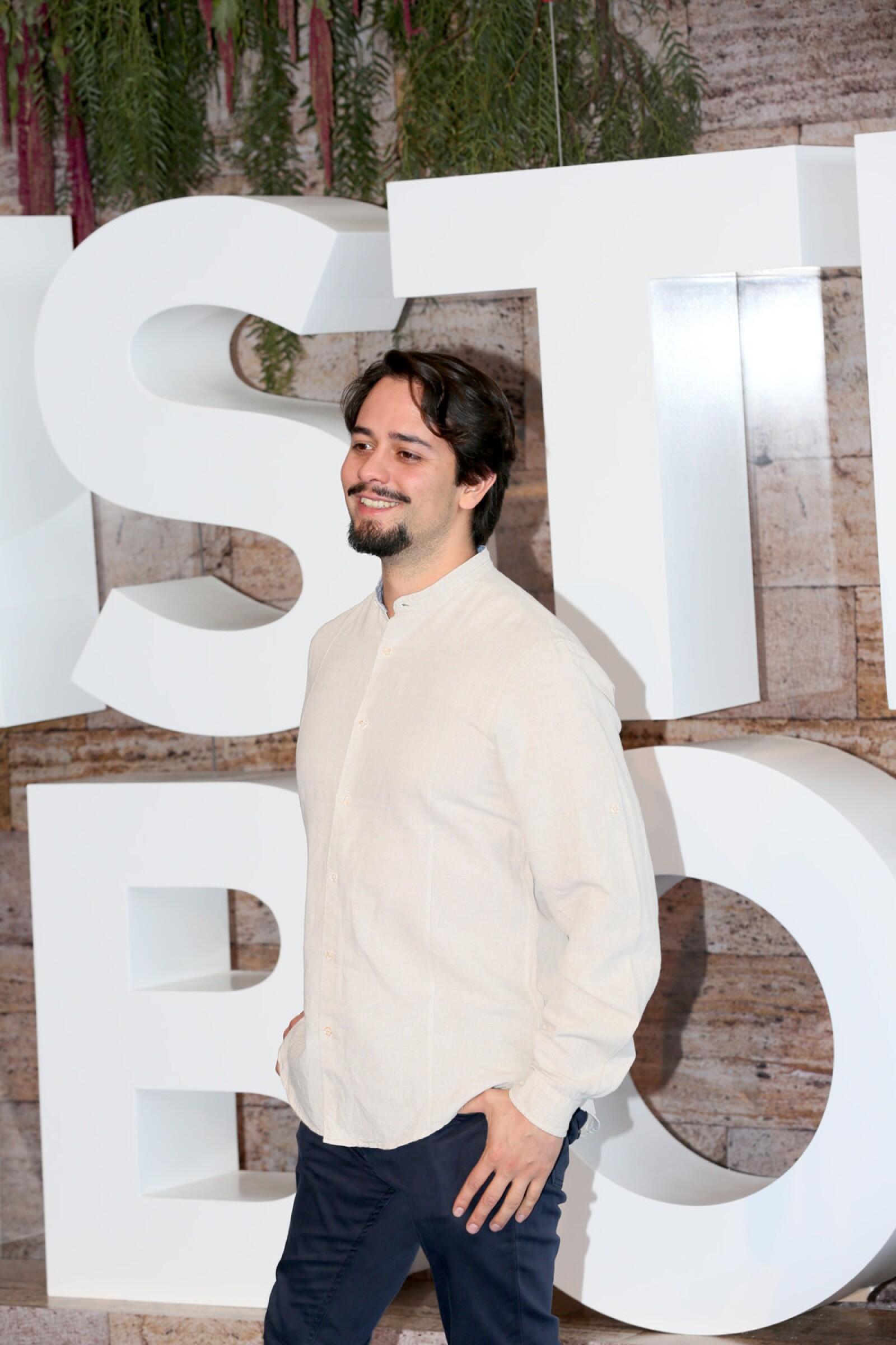 Alfomfra roja Adam Sandler y Luis Gerardo Méndez