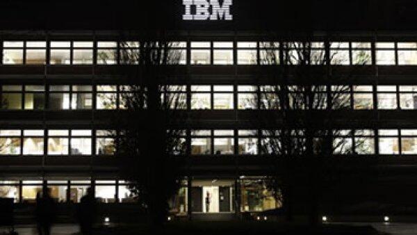 IBM tiene un ingreso de 99,900 mdd. (Foto: AP)