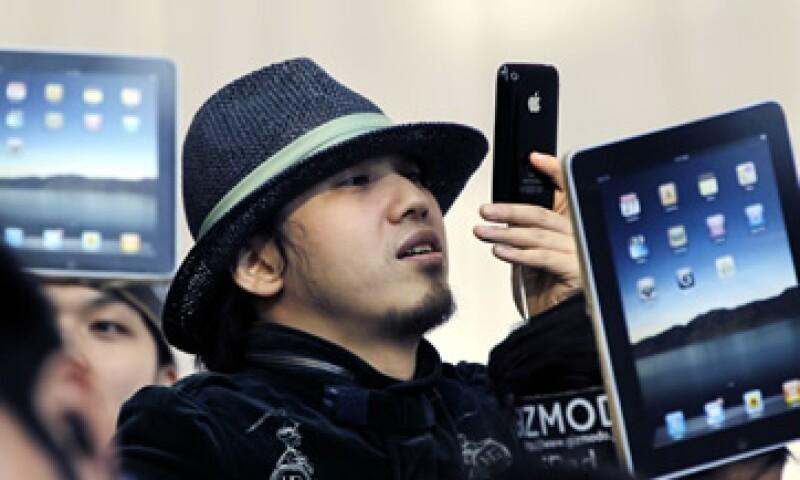 Se estima que para el primer trimestre de 2012 se vendan 27 millones de iPhones. (Foto: AP)