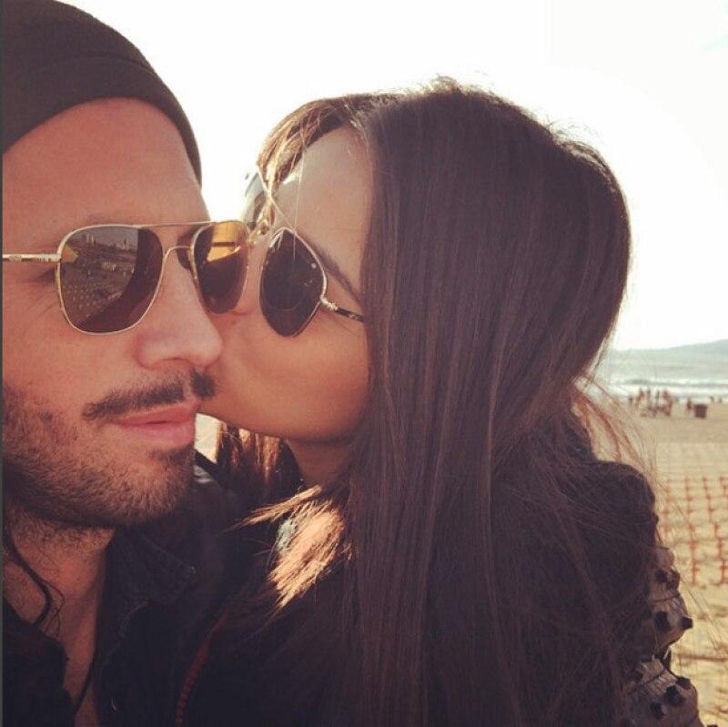 De acuerdo al programa de Shanik Berman en Radio Fórmula, la cantante y su novio chileno, Koko Stambuk, ya son marido y mujer.