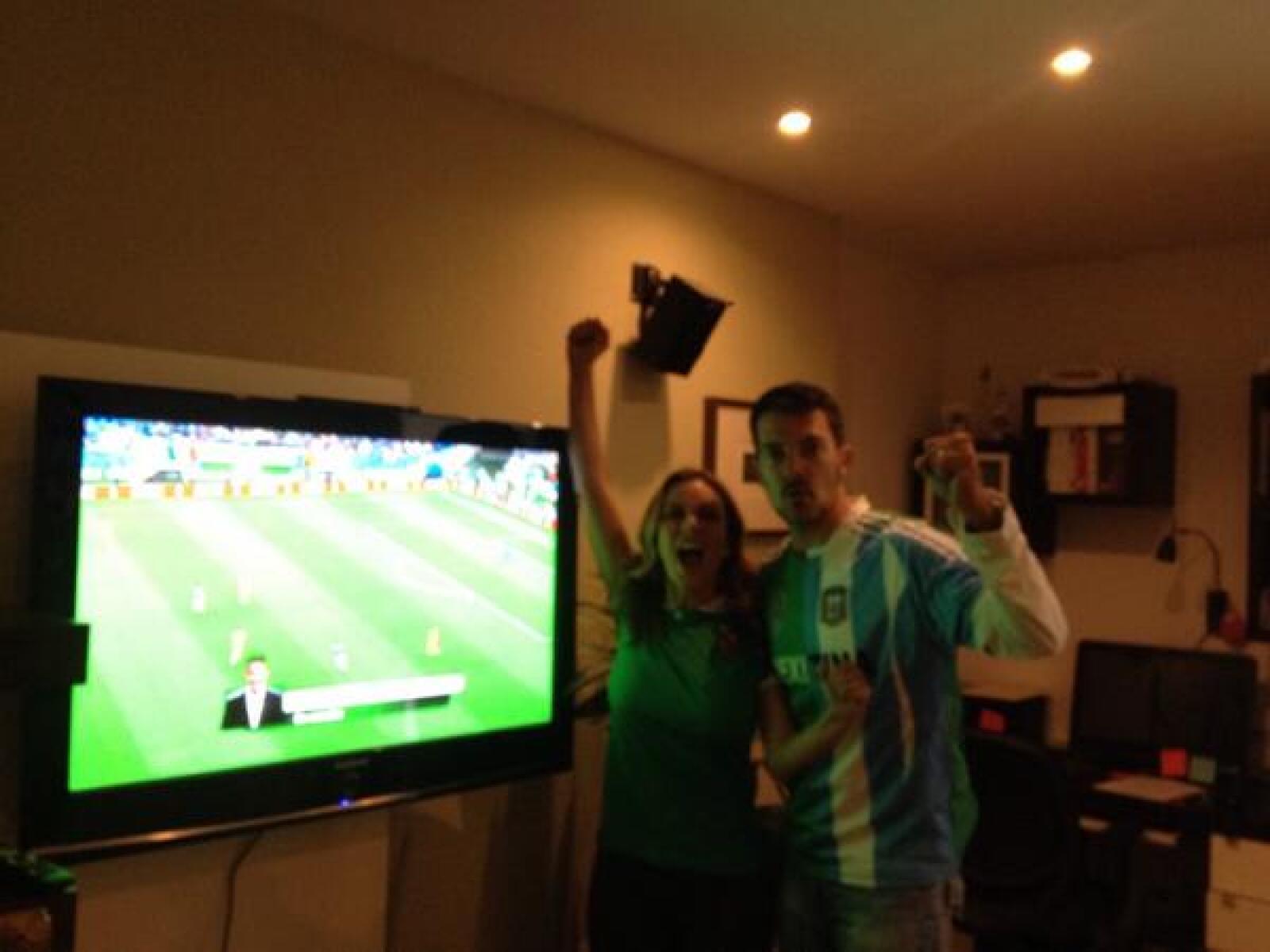 Ingris Coronado y Fernando del Solar compartieron cómo se vive la pasión por el futbol en su casa.