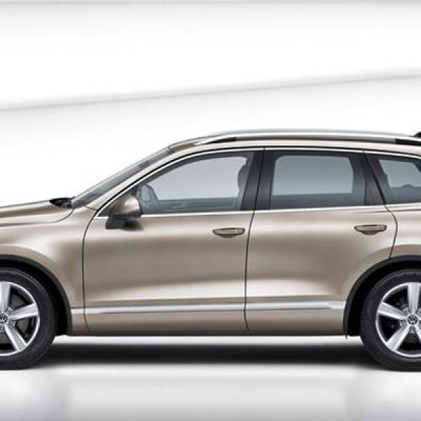 Es un modelo que contempla las características de confort e imagen del modelo convencional, pero que le añade mayor eficiencia en cuanto a emisiones y consumo de combustible.