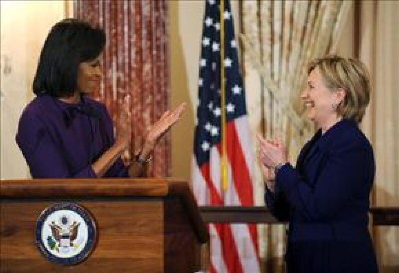 Michelle e Hillary firmaron un decreto que defenderá asuntos referidos a las mujeres y niñas.