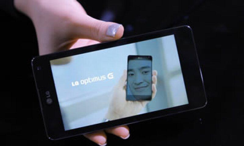 El nuevo teléfono usa el sistema operativo Android y costará unos 900 dólares. (Foto: Reuters)