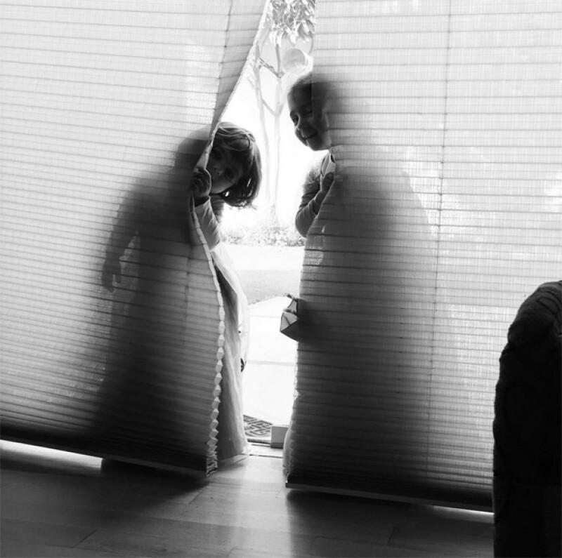 Jacky publicó esta tierna fotografía de sus hijas recién llegadas a la CDMX.