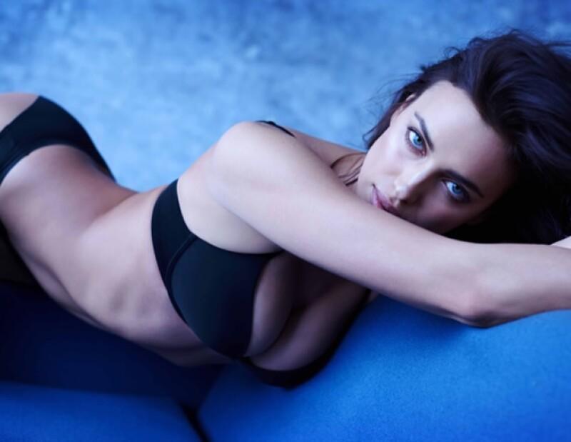 La top rusa de 30 años vuelve a posar para la firma de lencería Intimissimi dejando ver el lado más desinhibido de la modelo.