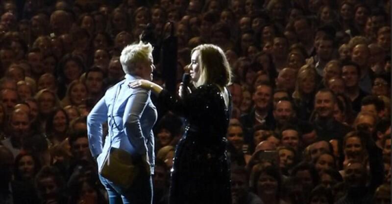 """Una mujer aprovechó la influencia de la cantante británica para hacer cambiar de opinión a su novio, a quien ya le había pedido que se casara con ella y él había respondido """"tal vez""""."""