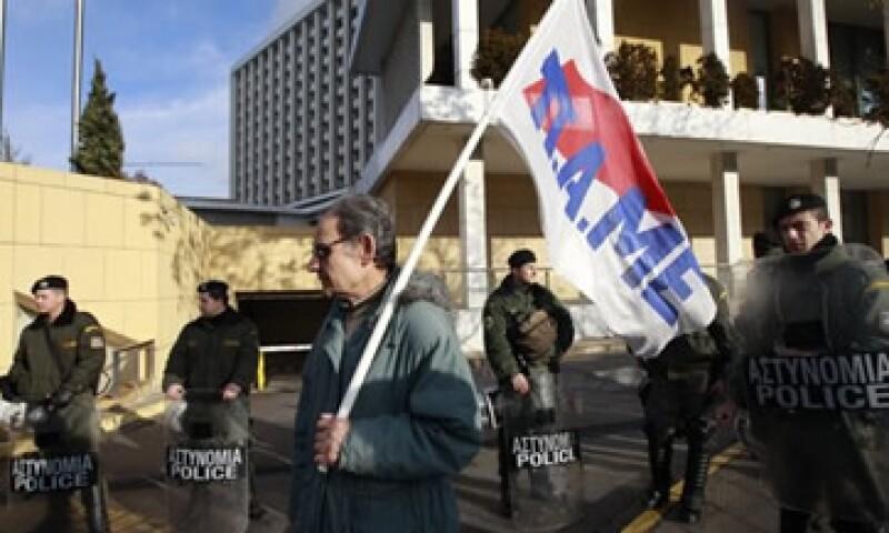 La policía antidisturbios protegió el Parlamento, debido a que las protestas son más violentas en los últimos años. (Foto: Reuters)